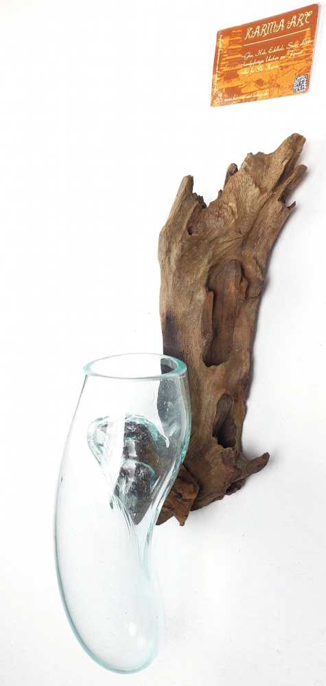 Teakwurzel mit Glas hängend